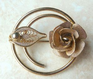 Vintage Sarah Coventry Promise Rose Brooch.